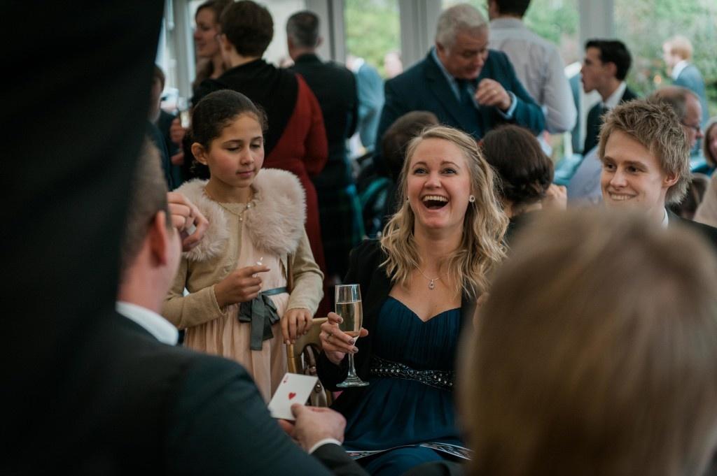 Wedding Magician Elliott Henderson, Magicians for Weddings, Wedding Entertainment